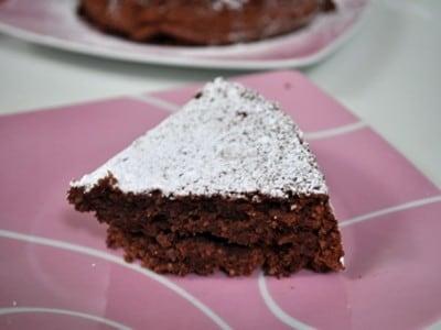 トルタカプレーゼ簡単レシピ……チョコレートとアーモンドたっぷり!