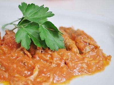 プーリア風チーズロールビーフ(トマト煮込み)