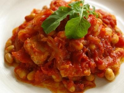さっと焼いてさっと煮る、豚肉と大豆のトマト煮込み