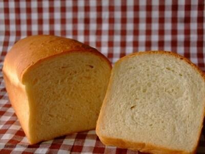 牛乳がたっぷり入った食パン