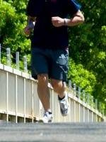 ジョギングする人