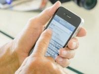 画面が小さく、指で操作するスマートフォン