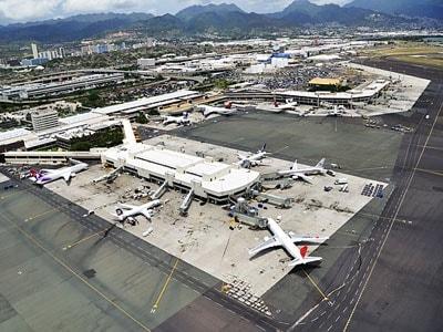 現在ホノルル国際空港では、長期の空港近代化プロジェクトが進行中。サービスやセキュリティシステムの向上など改修・整備が行われている