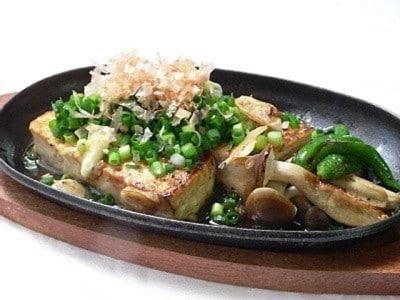 簡単居酒屋メニュー「豆腐のステーキ」レシピ……家庭で作れる!