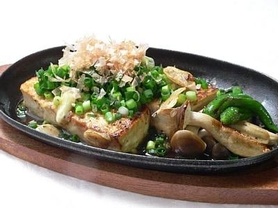 家庭で作れる、簡単な居酒屋メニュー 豆腐のステーキ
