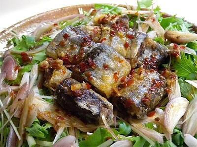 ベトナム風ピリ辛ソースのさんまの唐揚げ