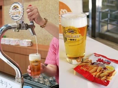 文字通り「工場直送」の生ビールを3杯まで試飲できます。工場見学限定のおつまみ付き(2016年1月27日撮影)