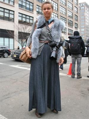 カジュアルシックなグレー系プリーツスカート