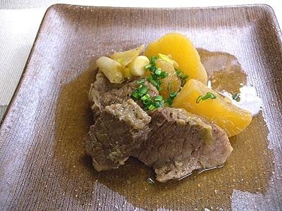 牛バラ肉と大根の煮込み