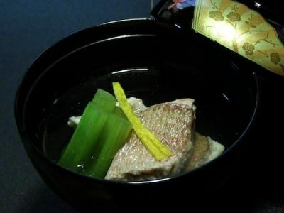 養殖の切り身でも驚くほどおいしくできる! 鯛の潮汁