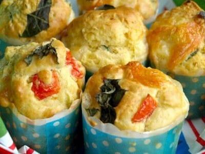 甘くないおかずマフィンレシピ……トマトバジルとチーズが美味しい!