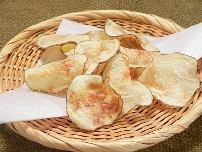 ポテトチップスをレンジで作る!油を使わないヘルシーなおやつ