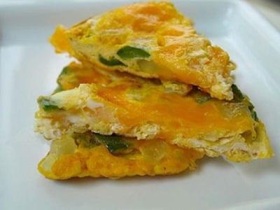 ピーマンと卵のチーズオムレツ……栄養よし彩りよし!