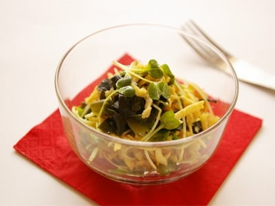 包丁要らず、和えるだけ。切干大根とワカメのサラダ