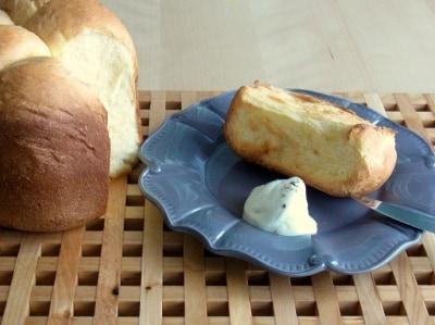 ホームベーカリーでつくる、ブリオッシュ風食パン