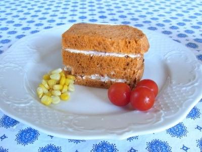 ホームベーカリーでつくる、ドライトマト入り食パン