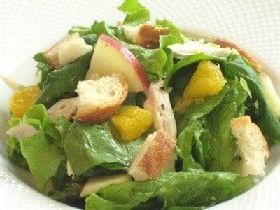 ダイエット中にもぴったり! 手作りドレッシングのごちそうサラダ