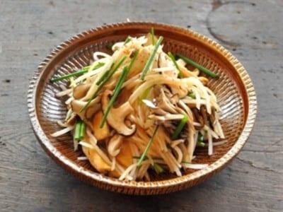 大根ときのこが主役のサラダ!和風ドレッシングの野菜レシピ