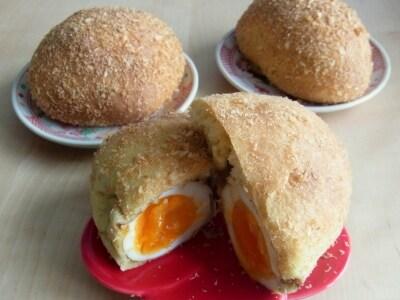 半熟卵入り焼きカレーパン