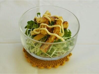 貝割れ大根とカリカリ油揚げのサラダ