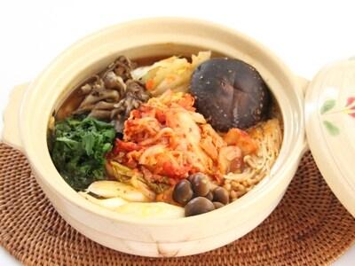 ピリ辛で美味しい、きのこたっぷりキムチ鍋