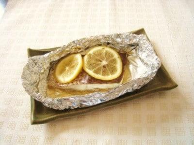 鯛のレモンホイル焼き!丸ごと皮まで食べられるレシピ