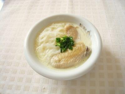 手羽先と春雨の豆乳スープ