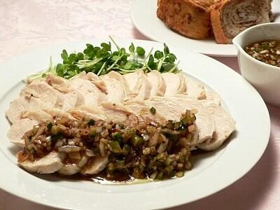 鶏胸肉で作る、ゆで鶏のラビゴットソース