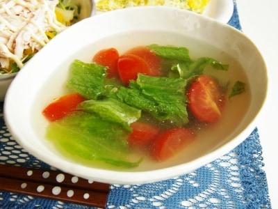 茹で鶏スープで。レタスとミニトマトの即席スープ