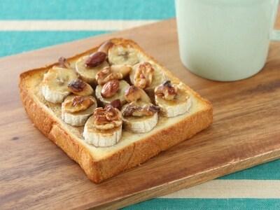 ミックスナッツが香ばしい メープルバナナトースト
