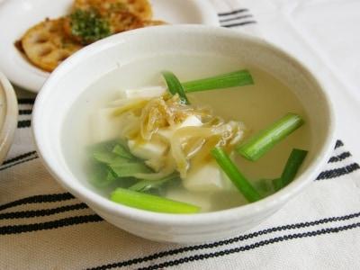 ザーサイが◎! 即席・ニラと豆腐のスープ