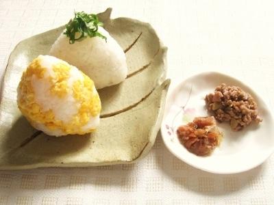 肉味噌と梅おかかの玄米おにぎり