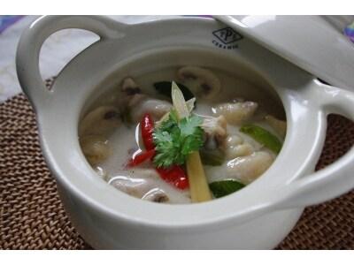 さわやかな酸味、鶏肉のココナッツミルクスープ