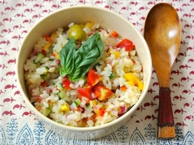 手早く簡単、野菜たっぷりライスサラダ弁当