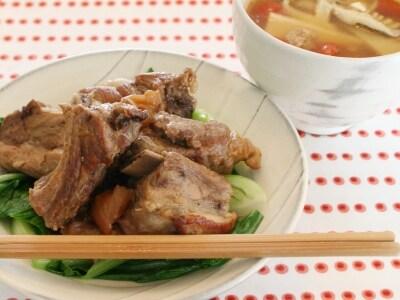 スペアリブの中華風梅煮とサンラータン