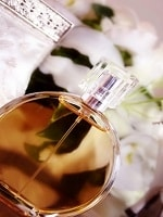 香水は、賦香率「香水に含まれる香料の量」によって呼び名が変わります。