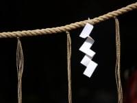 意外と知らない日本の文化!「しめ縄」の正しい飾り方のサムネイル画像
