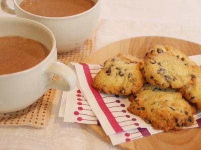 チョコチップクッキーとジンジャーミルクココア