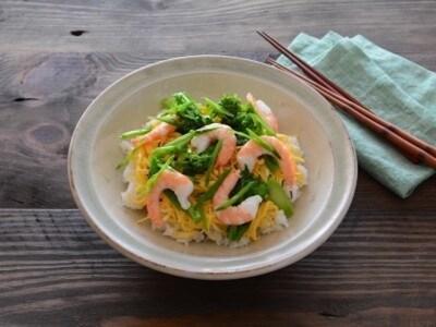 菜の花とえびのちらし寿司……春を感じる味付け