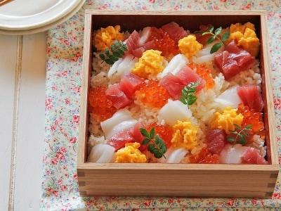 定番!簡単で華やかな海鮮ちらしの作り方