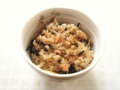 桜えびとひじきの玄米炊き込みご飯