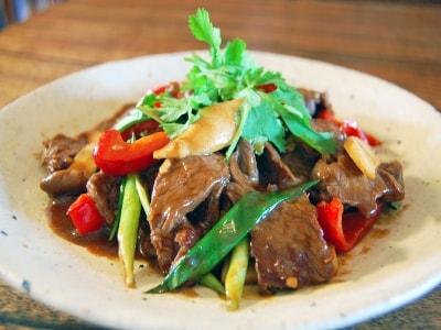 タイ風牛肉のオイスターソース炒め