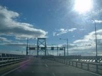 大鳴門橋を渡る
