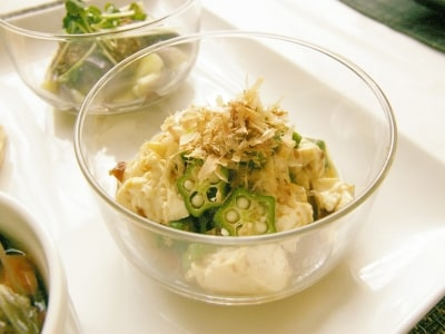 さっぱり旨! オクラとくずし豆腐の梅サラダ