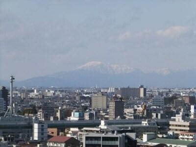 名古屋城(4)/天守閣から伊吹山を眺める