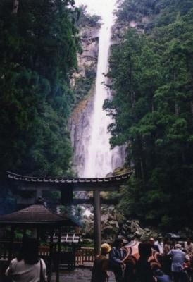 那智の滝・飛瀧神社(1)/境内から眺める滝