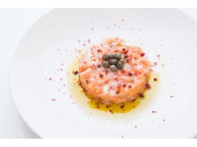 サーモンのタルタル仕立てレシピ! 豪華に見える簡単前菜
