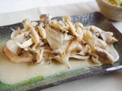 火も包丁も使わない! 鮭とキノコの味噌マヨ蒸し