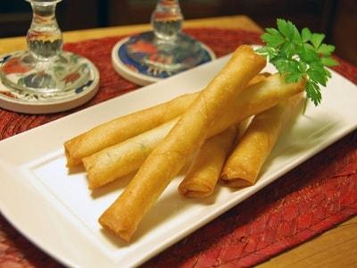 シガラボレイ(白チーズの春巻き)トルコ料理の定番