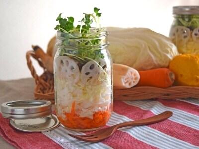 おもてなしに生白菜のメイソンジャーサラダ